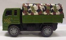 Armádní nákladní vojenské auto s plachtou na se...