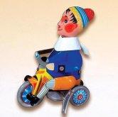 Chlapeček kovový na klíček na tříkolce