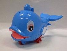 Delfín jezdící plavající stříkac...