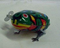 Žába plechová na klíček skakající kovová žabička
