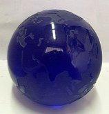 Skleněné těžítko křišťálová koule globus brouše...
