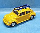 Auto Volkswagen Porsche Brouk s lyžemi