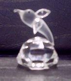 Delfín figurka skleněná čirá lepená z křišťálu 125