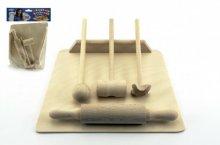 Dřevěný váleček s paličkou, kvedlačkou a prkénk...