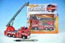 Česky mluvící požárnické auto se zvedací plošin...