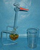 Čáp skleněný pijící vodu kývajíc...